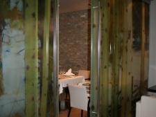 cerramiento-con-puertascorrederas-vidrio-templado-10mm-fijos-multipak-55-decoracion-en-vinilofoto1.jpg