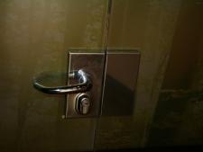 cerramiento-en-vidro-templado-10mm-sin-perfileria-herrajes-en-acero-inox-decoracion-en-vinilo-foto2.jpg