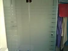 mampara-de-ducha-combinacion-de-fijocon-laminar-55-y-puerta-de-vidrio-templado-10mm-abatible-con-decoracion-al-chorro-de-arena-con-antihuellas-vidrio-anticalfoto1.jpg