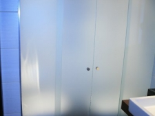 mampara-divisoria-de-bano-corredera-perfil-aereo-de-acero-inox-vidrio-templado-mate-8mmfoto7.jpg